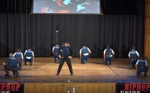 Новозеландская полиция приняла участие в танцевальном конкурсе Hip Hop Unite