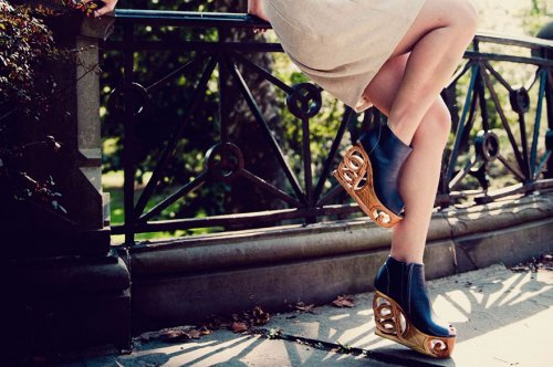 Обувь на деревянной резной платформе Saigon Socialite (11 фото)