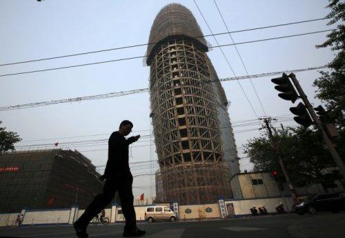 В Китае построили здание, напоминающее унитаз (4 фото)