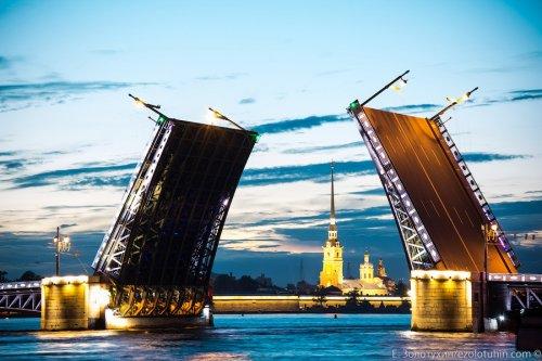 Как это делается: развод Дворцового моста в Санкт-Петербурге (23 фото)