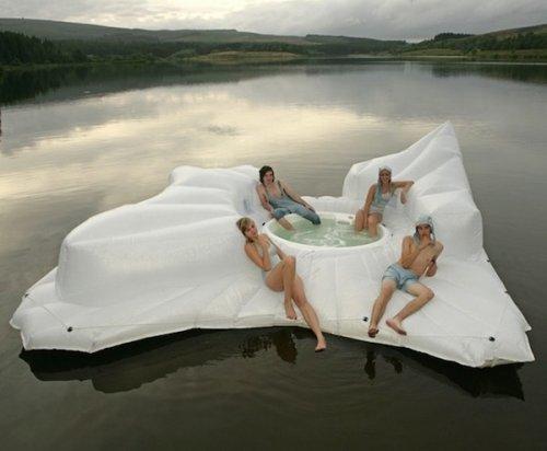 Топ-10: Прикольные плавательные средства для бассейна