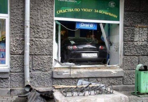 Когда за руль садится женщина (24 фото)