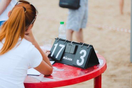 Турнир по пляжному волейболу среди моделей (17 фото)