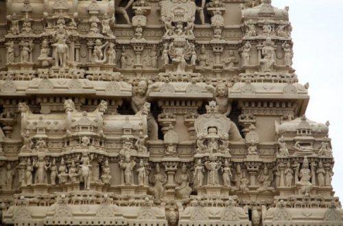 Богатейший храм в мире находится в Индии (6 фото)
