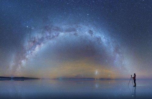 Потрясающие фотографии Млечного пути в отражении солончака Уюни (4 фото)
