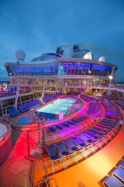 Внутри крупнейшего круизного лайнера Harmony of the Seas (25 фото)