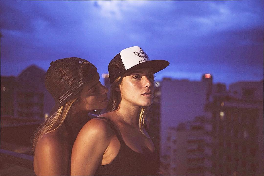 Два сексуальных близнеца бразилии проститутку водный