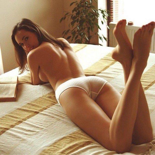 Соблазнительные девушки в постели