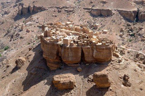 """Деревня в Йемене, будто из фильма """"Властелин колец"""" (3 фото)"""