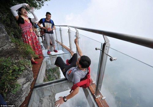 Новая стеклянная тропа открылась в Китае (12 фото + видео)