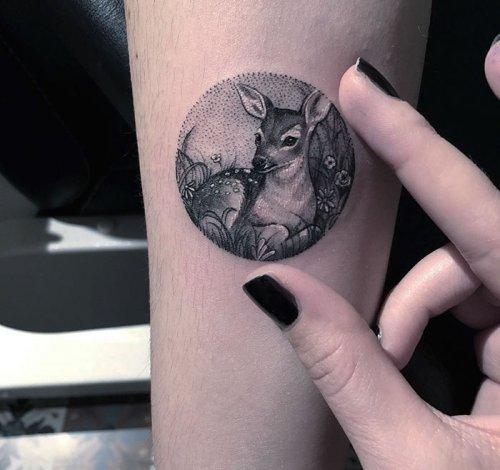 Миниатюрные круглые татуировки от Евы Krbdk (24 фото)