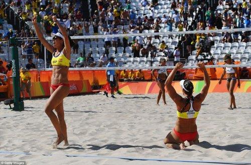 Соревнования по женскому пляжному волейболу на Летней Олимпиаде в Рио (27 фото)