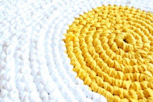 Необычные вязаные напольные коврики от Карли Делледжер (9 фото)