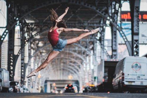 Городской балет в фотографиях Омара Роблеса (19 фото)
