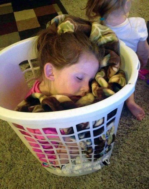 Дети могут заснуть везде! (28 фото)