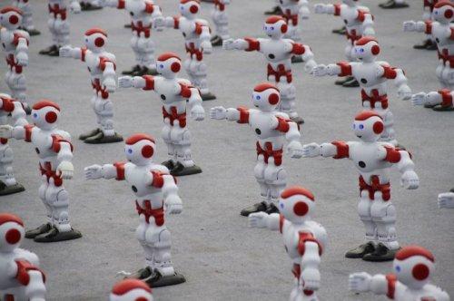 В Китае установили мировой рекорд по наибольшему количеству одновременно танцующих роботов (3 фото + видео)