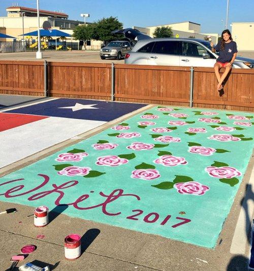 Разрисованные места для парковки в американских школах (20 фото)
