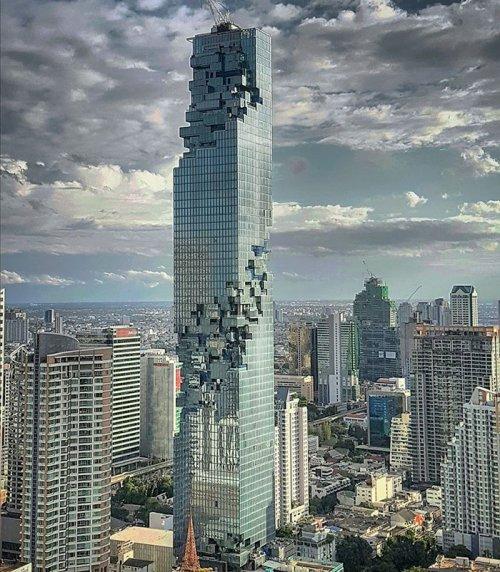Самый высокий и необычный небоскрёб в Таиланде (7 фото)
