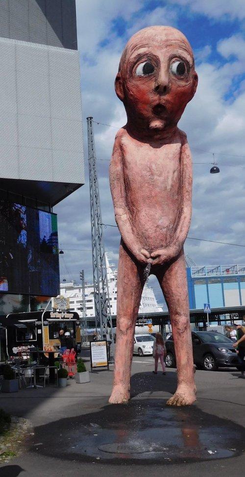 Странные и причудливые скульптуры со всего света (10 фото)