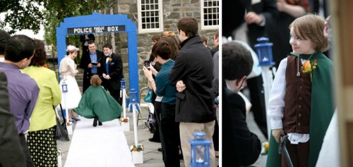 Девочки-цветочницы и свадебные пажи, отвлёкшие внимание от жениха и невесты (18 фото)