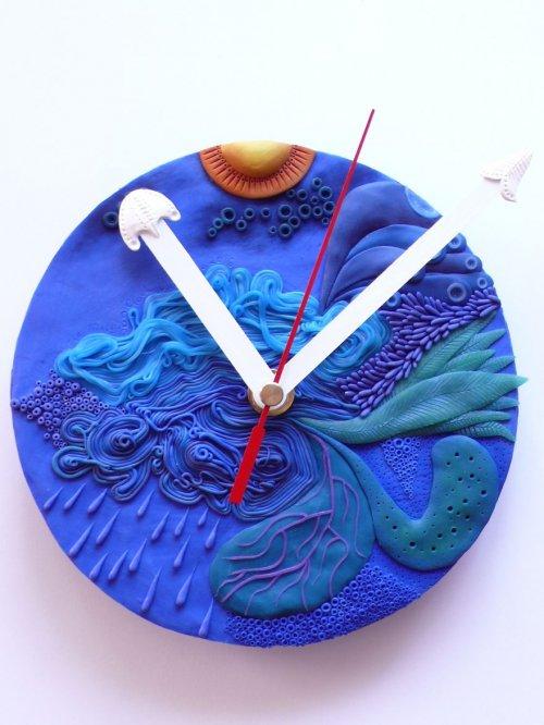 Необычные настенные часы из полимера (11 фото)