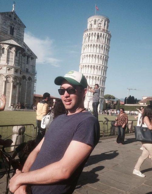 Оригинальные фотографии на фоне Пизанской башни (7 фото)