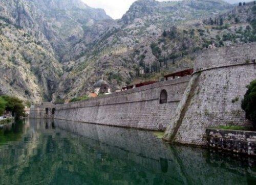 Топ-10: Странные и необычные туристические достопримечательности в Черногории
