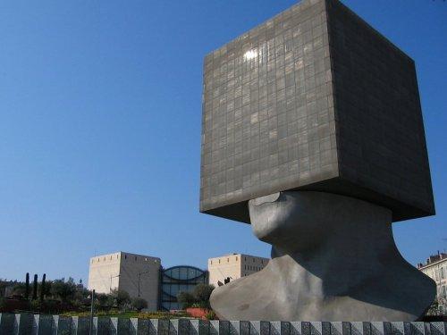 Необычные здания со всего света (17 фото)