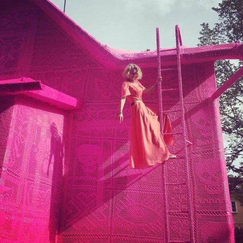 Розовый дом в финском городе Керава (8 фото)