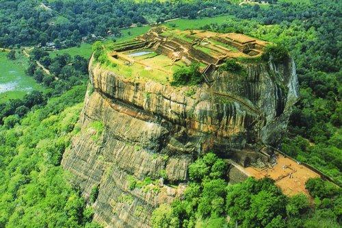 Огромные каменные образования по всему свету (11 фото)