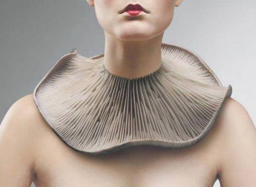 Необычные и странные кулоны и украшения на шею (10 фото)