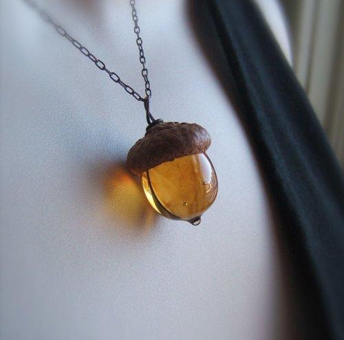 Стеклянные жёлуди — идеальное осеннее украшение (10 фото)