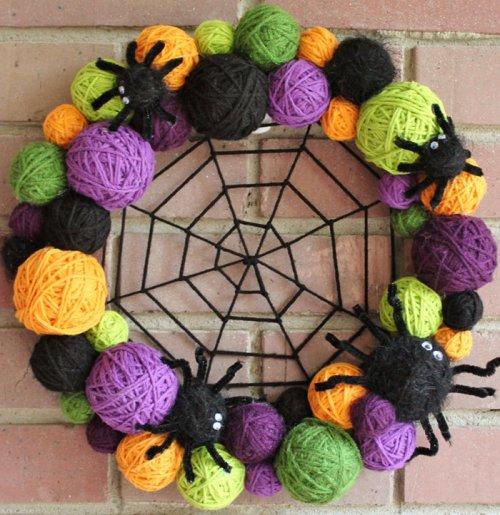 Жутко классные хэллоуинские венки (31 фото)