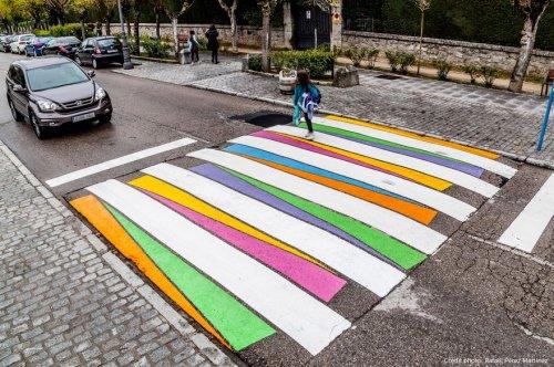 Нескучные пешеходные переходы на улицах Мадрида (13 фото)
