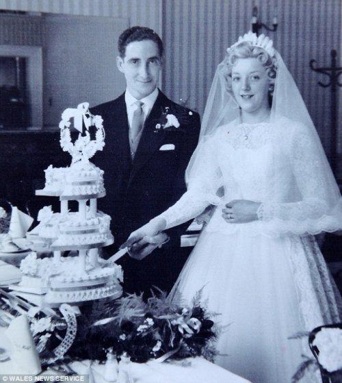 Необычный подарок на 60-летие со дня знакомства (7 фото)