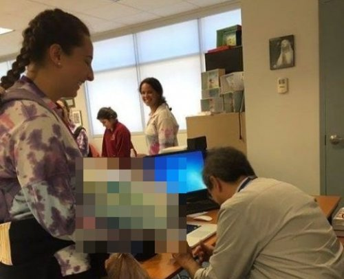 Необычное извинение студентки за опоздание на лекции (4 фото)