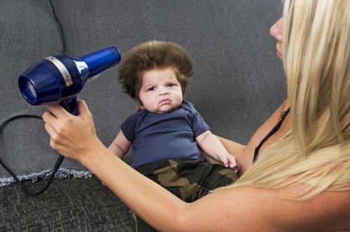 Забавный малыш с пышной шевелюрой (6 фото)