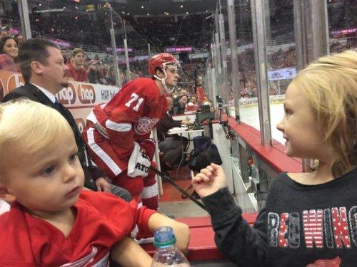 """4-летняя фанатка """"Детройта"""" очаровала социальные сети (4 фото)"""