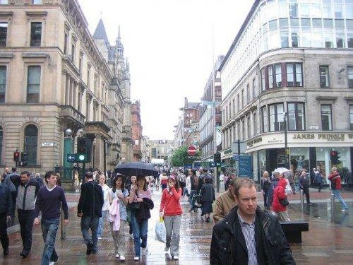 Топ-25: Самые дождливые города мира, в которые лучше отправляться с зонтом