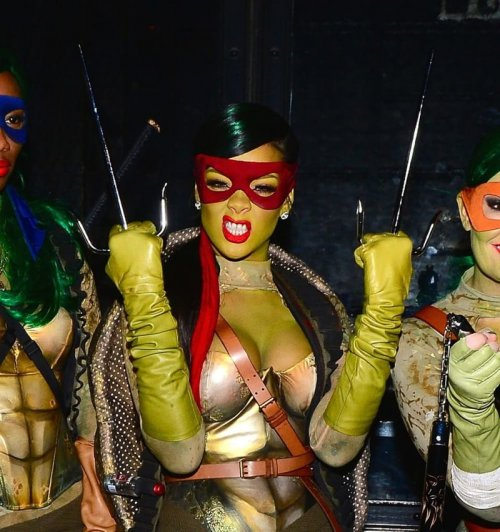 Знаменитости в сексуальных костюмах на Хэллоуин (14 фото)