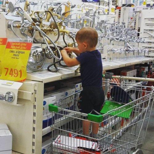 Дети в магазине такие дети (21 фото)