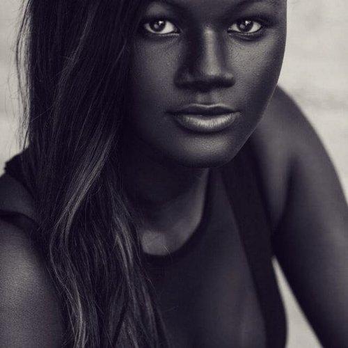 Худия Диоп, сенегальская модель с самой тёмной в мире кожей (9 фото)
