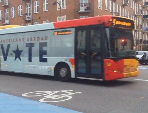 Необычный автобус на улицах Копенгагена, призывающий американцев к голосованию (фото + видео)