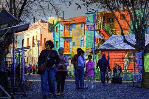 Разноцветная улица Эль Каминито в аргентинской столице (10 фото)