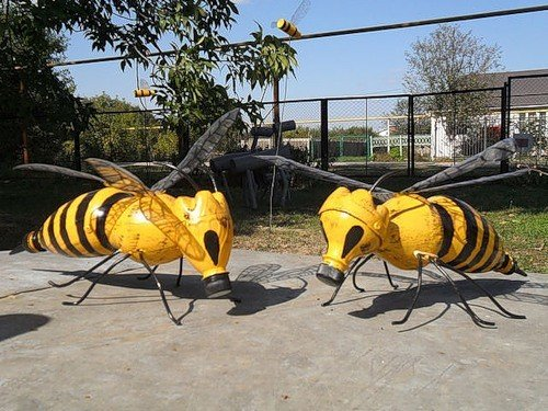 Пчелка из шин фото