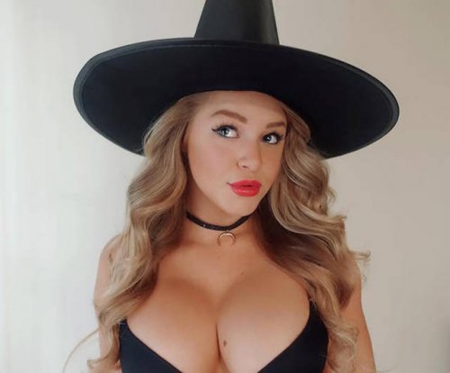 Горячие девушки на Хэллоуин (37 фото)