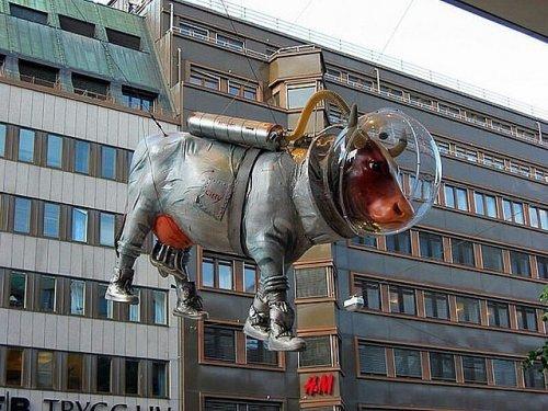 Необычные и странные статуи со всего света (14 фото)