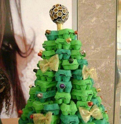 Симпатичные новогодние ёлки из подручных средств (10 фото)
