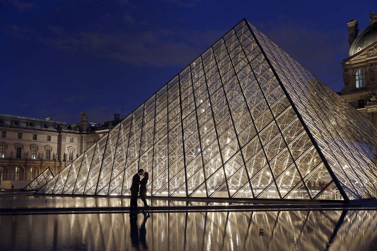 свою фото с пирамидой лувра объявления продаже