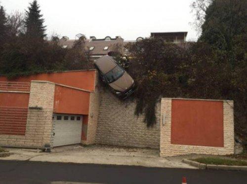 Необычные аварии и впечатляющие ДТП (32 фото)
